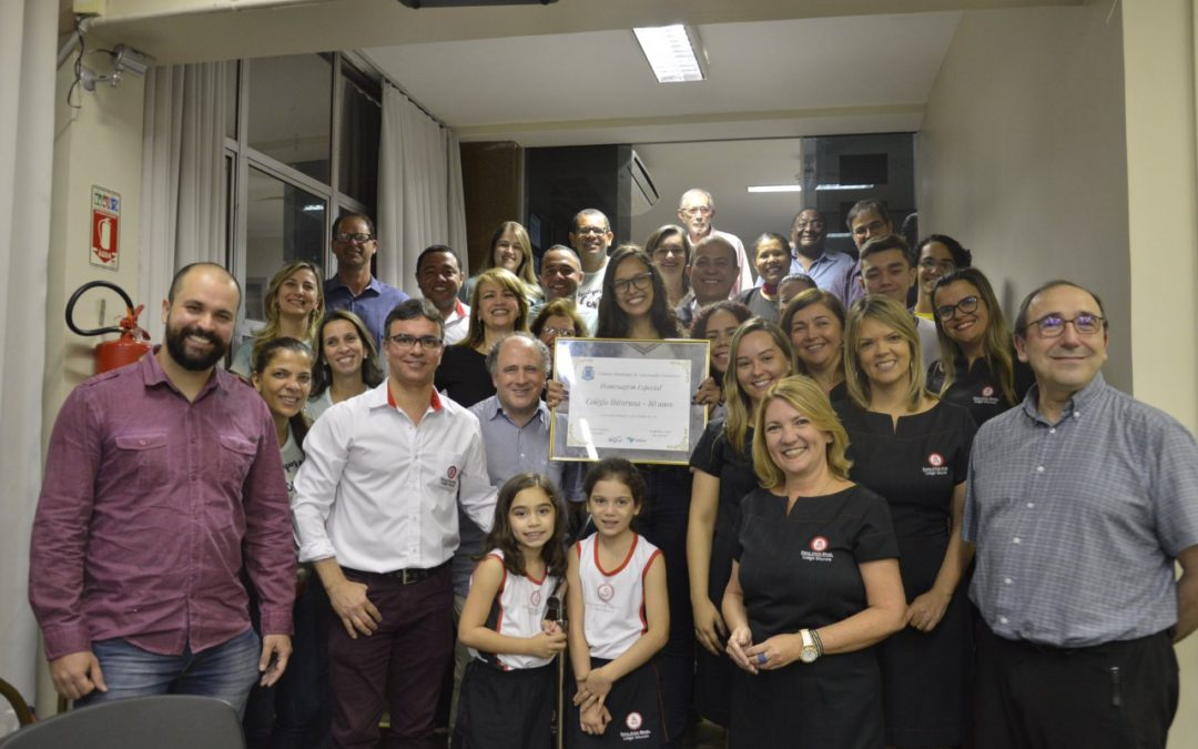 The Municipal Chamber of Governador Valadares honors Ibituruna School