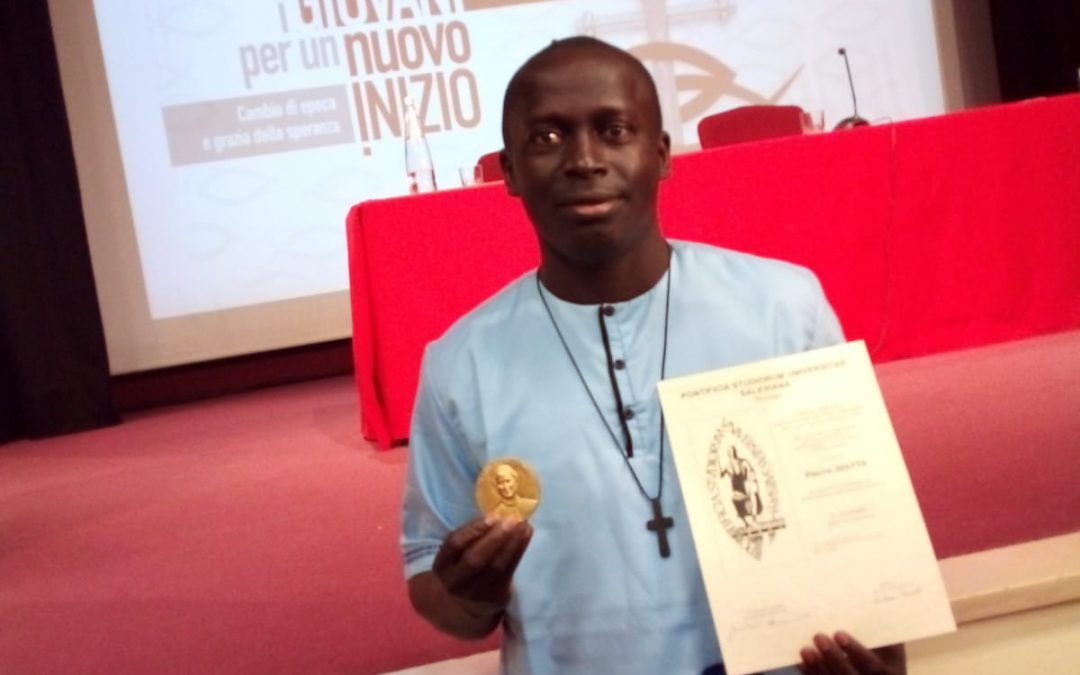 Provincia de África Occidental. P. Fiacre Diatta recibe la medalla de la Universidad Pontificia Salesiana
